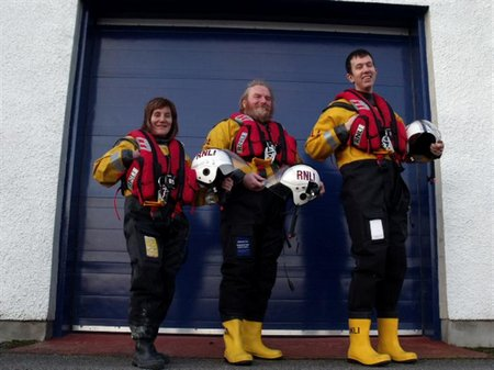Loch Ness RNLI crew new lifejacket (Medium)